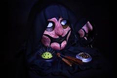 Ужасная маска, объекты черной магии и колдовство Стоковые Изображения RF