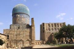 Узбекистан Самарканд Veiw на Ulugh умоляет и Tilya-Kori Madrasahs стоковая фотография rf