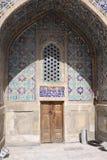 Узбекистан Самарканд Veiw на Ulugh умоляет Madrasah стоковые изображения rf