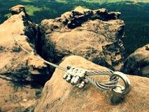 Узел конца стальной веревочки Путь альпинистов через ferrata Глаз анкера стального болта Стоковое Фото
