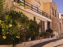 Узкая греческая улица Стоковая Фотография