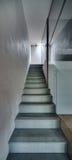 Узкая лестница в современном интерьере Стоковое Фото