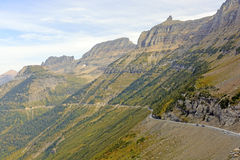 Узкая извилистая дорога идя вверх гора Ридж Стоковое Изображение