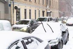 Узкая майна Gusyatnikov в снежностях в Москве стоковая фотография