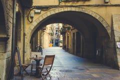 Узкая пешеходная улица в Хероне, Испании стоковое изображение