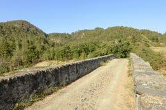 Узкая проезжая часть на средневековом мосте около alla Croc Santa Maria Стоковое Изображение RF