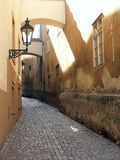узкая старая улица Стоковая Фотография RF