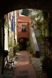 Узкая старая улица, город Ventimiglia, Италии Стоковое Фото