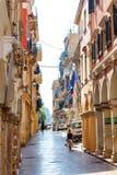 Узкая туристская улица города Корфу Стоковое Изображение
