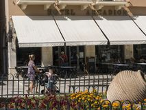 Узкая улица старого городка в городке Корфу на греческом острове Корфу Стоковое фото RF