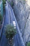 Узкая улица через Luigi de Maio Сорренто стоковые фото