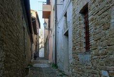 узкая улица Serra Сан Quirico Стоковые Изображения