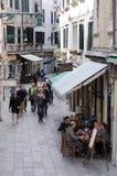 Узкая улица в Венеции Стоковая Фотография