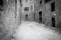 Узкая улица в Италии стоковые фото