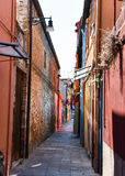 Узкая улица в Италии Стоковые Изображения