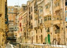 Узкая улица в Мальте Стоковое Изображение
