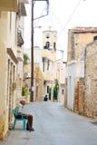 Узкая улица в старой части Malia Стоковое Изображение RF