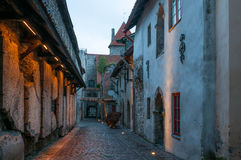 Узкая улица замка, Таллин, Эстония Стоковое Фото