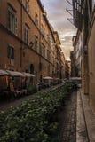 Узкая улица Рима на заходе солнца Стоковые Изображения RF