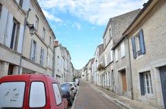 Узкая часть, улица с односторонним движением в Франции Стоковое Фото