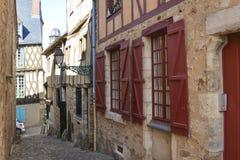 Узкие улицы с средневековыми полу-timbered домами Стоковые Изображения