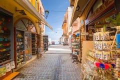 Узкие улицы с сувенирами Стоковая Фотография
