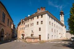 Узкие улицы rgersp ¼ церков BÃ городка и больницы Hallein старого стоковое изображение