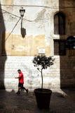 Узкие улочки старого города стоковые фото