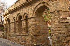 Узкие улочки старых города, старинных зданий и стен Баку, Азербайджан стоковые фотографии rf