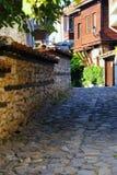 Узкие улицы старого городка Nessebar, побережья Болгарии, Чёрного моря Стоковые Фотографии RF