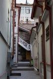 Узкий двор с лестницами Стоковая Фотография