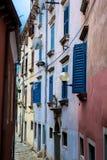Узкий переулок в Labin в Хорватии Стоковое Изображение