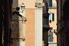 Узкое Strrets в Риме. Largo di Torre Аргентина Стоковое Изображение