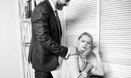 Узнайте преследователя Флирт или сексуальные домогательства узнают и сообщают Определять домогательство Создайте большую безопасн стоковое фото