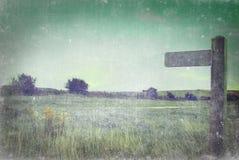 Указатель в сельской местности - постаретой и Grungy Стоковое Изображение RF