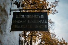 Указатель до 10 Wijngaerde Брюгге Béguinage, Бельгия Стоковые Изображения