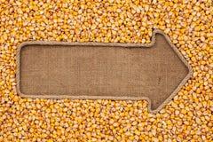 Указатель сделанный от веревочки при мозоль зерна лежа на дерюге Стоковые Фотографии RF