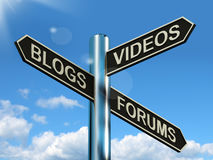 Указатель форумов видео блогов показывая онлайн социальные средства массовой информации Стоковая Фотография