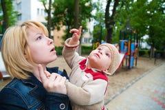 указывать перста ребенка Стоковые Изображения