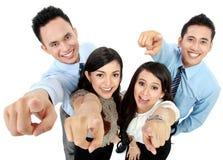 Указывать работника офиса человека и женщины стоковые фотографии rf