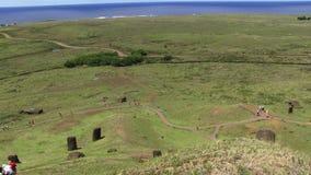 Укладка в форме острова пасхи сняла Moai на земле сток-видео