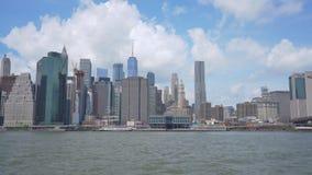 укладка в форме 4k сняла горизонта и Бруклинского моста Манхаттана акции видеоматериалы