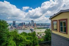 Уклон Monongahela и взгляд горизонта от держателя Вашингтона, в Питтсбург, Пенсильвания стоковое изображение rf