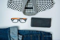 укомплектуйте личным составом вскользь обмундирования аксессуары моды изолировали белизну, (рубашка, je стоковая фотография rf