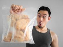 Укомплектуйте личным составом диету куриной грудки выставки на здоровая жизнь Стоковые Фото