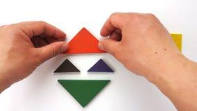 Укомплектуйте личным составом играть деревянный tangram и сформированный ему полюбите смеясь над клоун акции видеоматериалы