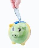 Укомплектуйте личным составом класть 200 крон в его piggy банк Стоковые Фотографии RF