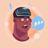 Укомплектуйте личным составом кричащее Афро-американское мужское Emoji нося виртуальную концепцию выражения лица воплощения значк Стоковая Фотография RF