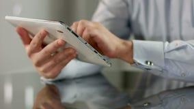 Укомплектуйте личным составом работу на ПК таблетки, отвечая электронной почте, печатая текст сообщения акции видеоматериалы