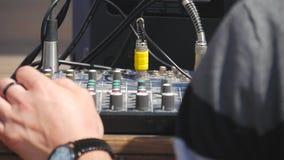 Укомплектуйте личным составом работу на профессиональном цифровом тональнозвуковом смесителе канала Электроника для усилителя и б акции видеоматериалы